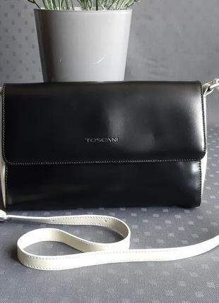 Кожаная черно белая сумка на длинном ремешке фирмы toscani