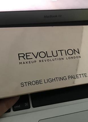 Revolution strobing lighting palette палетка хайлайтеров революшн