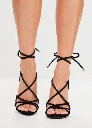 Босоножки на каблуке с шнуровкой missguided
