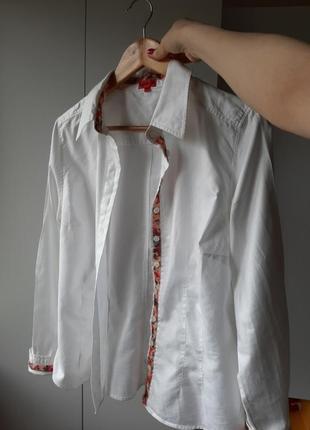 Белая рубашка из натуральной ткани