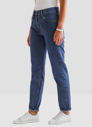 Стильные джинсы базовые мом