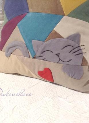 Подушка для дивана в технике пэчворк с котом