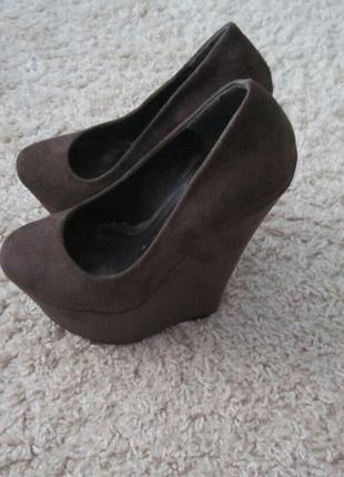 Туфли на танкетке от caramello