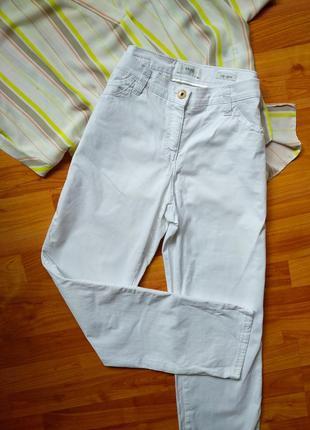 Белые летние фирменные штаны brax