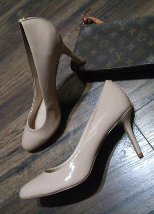 Туфли лодочки nude на маленькому каблучку 40,5-41 розмір