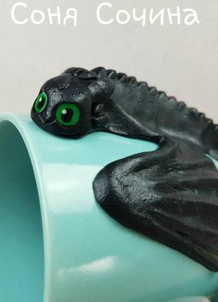 Цветная кружка с декором дракон беззубик из полимерной глины5 фото