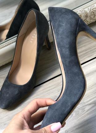 Шикарные итальянские замшевые туфли 37
