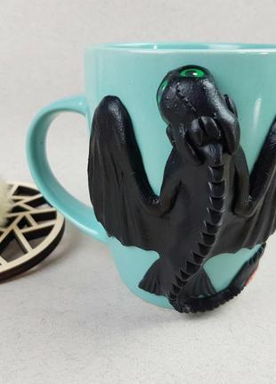 Цветная кружка с декором дракон беззубик из полимерной глины