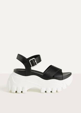 Крутые сандалии на высокой платформе