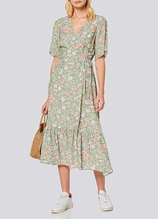 Ментоловое платье на запах с оборкой в цветочный принт new look