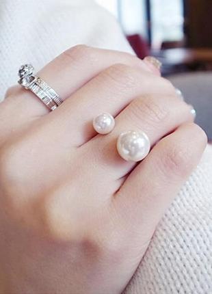 Кольцо с жемчугом серебристое