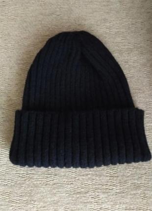 Однотонная шерстяная вязаная шапка