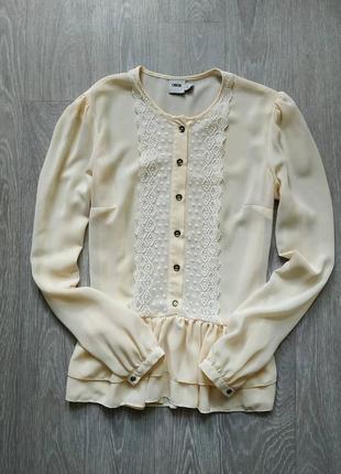 Красивая блуза с пуговками