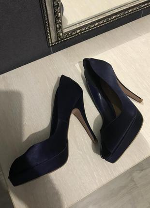Шикарные синие атласные туфли на каблуке кожа стелька