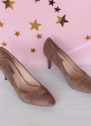 Шикарные туфли, лодочки 38 размера на шпильке