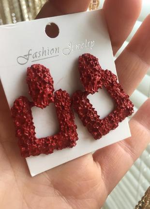 Серьги гвоздики трендовые красные
