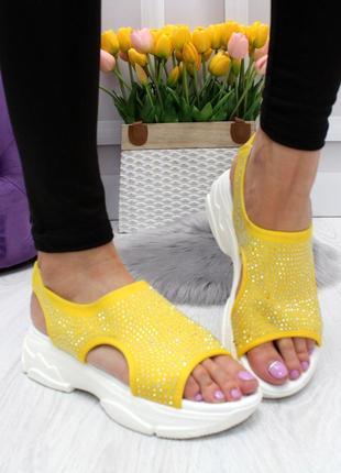 Новые шикарные женские жёлтые  спортивные босоножки