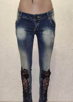 Стильные джинсы с кружевом по низу