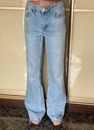 Трендовые джинсы ,джинсы кльош zara