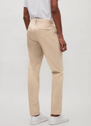 Мужские бежевые брюки чиносы cos