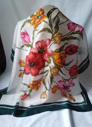 """Натуральный шелк, платочек с зелёной каймой """"букет"""", 84*82"""