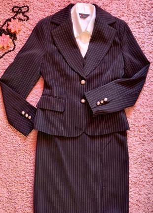 Отличный женский костюм. костюм с юбкой и брюками. четверка