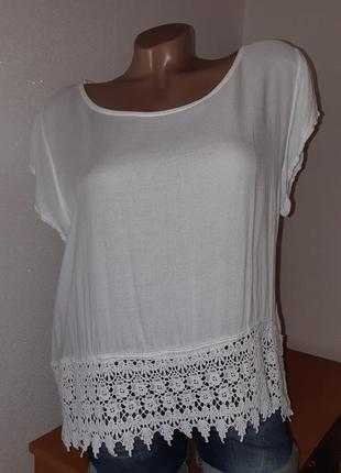 Белая блуза из вискозы с кружевным низом