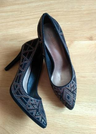 Класичні чорні туфлі
