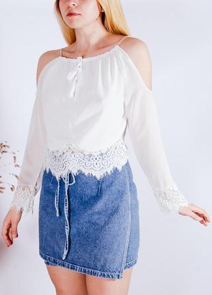Женская блузка белая с открытыми плечами