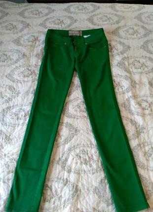 Женские джинси