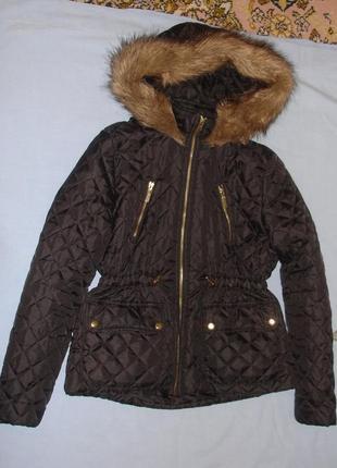 Черная куртка демисезонн синтепон с капюшоном мехом на рост 152-158 см для девочке парка