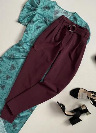 Трендовые брюки марсала с высокой посадкой и ремнем george