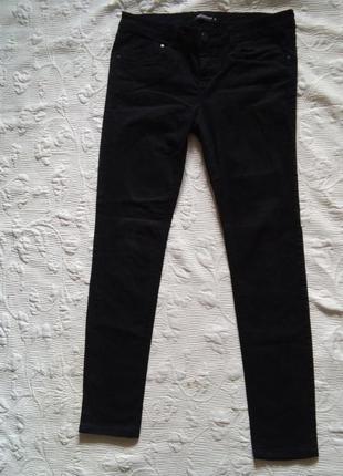 Актуальные чорные джинсы