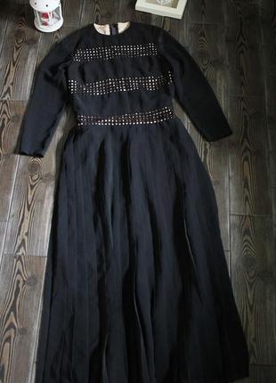 Длинное винтажное платье с плиссировкой и длинным рукавом
