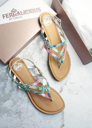 Fergalicious оригинал цветные босоножки сандалии