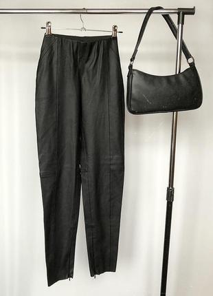 Обалденные зауженные кожаные брюки с высокой посадкой zara