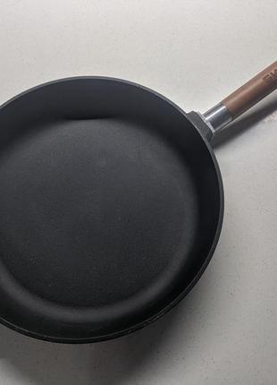 Новая чугунная сковорода тм биол