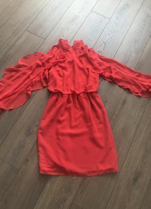Червоне/красное платье плаття з відкритими плечима і рюшами