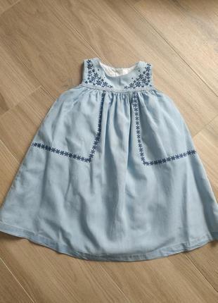 Джинсове плаття з вишивкою