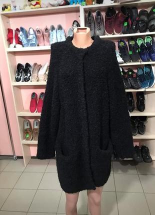 Стильне фірмове чорне пальто