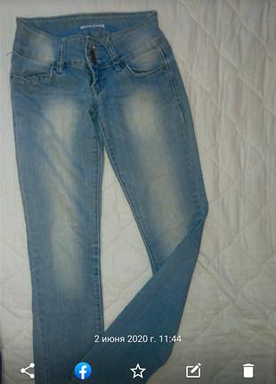 Легкие летние джинсы