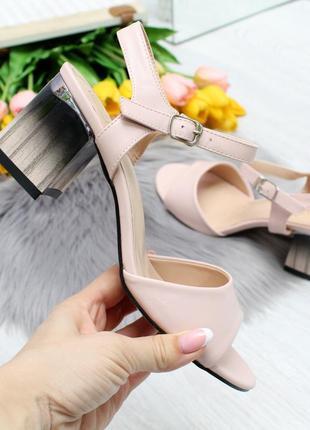 Элегантные розовые женские босоножки на устойчивом каблуке