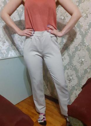 Бежевые класические брюки