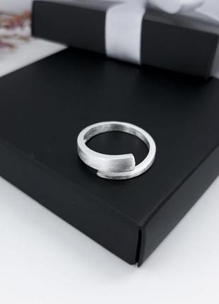 Серебряное кольцо в стиле минимализм