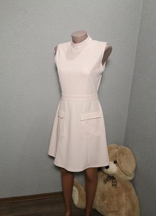 Красивое платье приятного нежного цвета