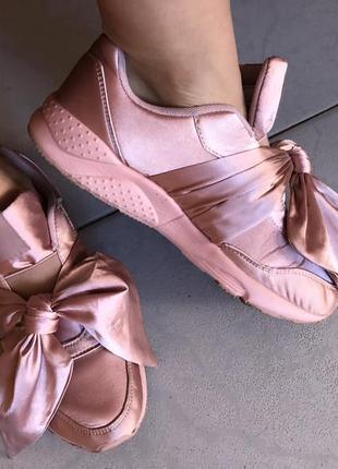 Кроссовки / розовые с бантом / женские