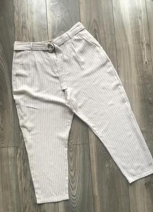 Льняные укорочённые брюки в полоску.