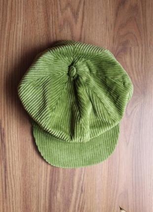 Зеленое вельветовое кепи