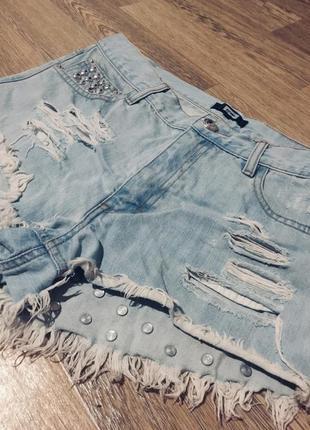 Модные джинсовые шорты мом