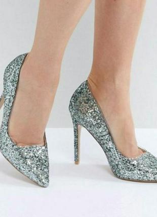 Шикарные туфли лодочки с блестками.
